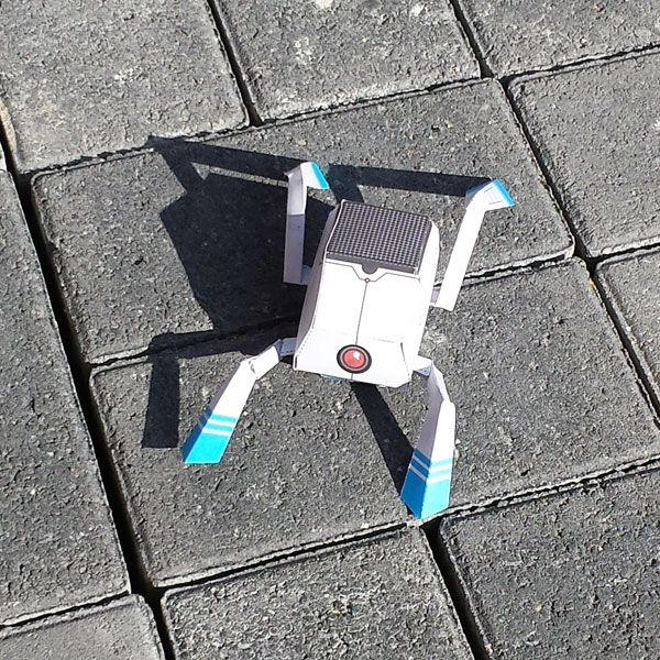 Papertoy-Roboter BugBot von Nick Knite