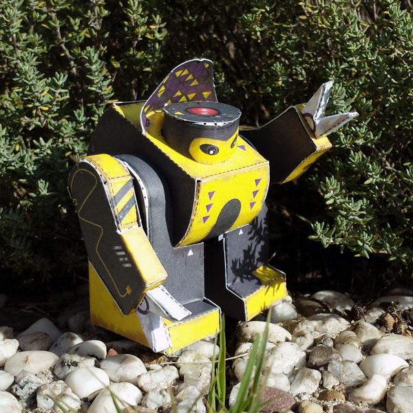 Papertoy-Roboter SwotBot von Marko Zubak