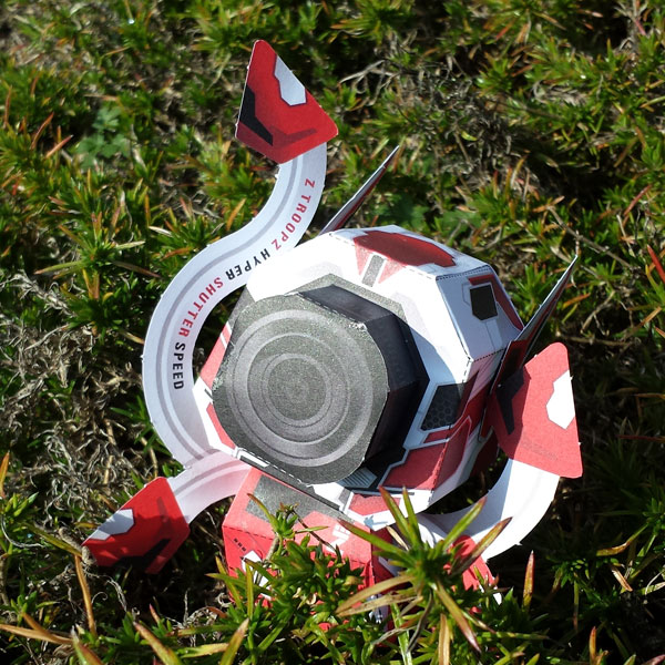 Papertoy-Roboter Zhutter von Sal Azad