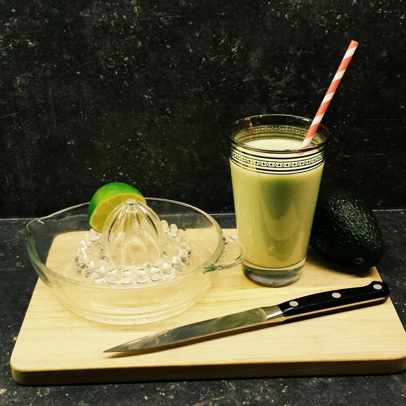 "Avocado-Kokos-Shake aus: Josita Hartanto ""Vegan Genial"""